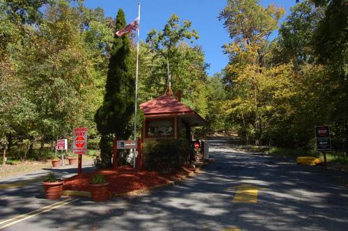 Scotrun Camping Resort Deluxe Park Model 8