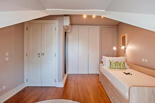 Chiado Camões Apartments | Lisbon Best Apartments - image 11