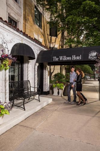 The Willows Hotel - Chicago, IL IL 60657