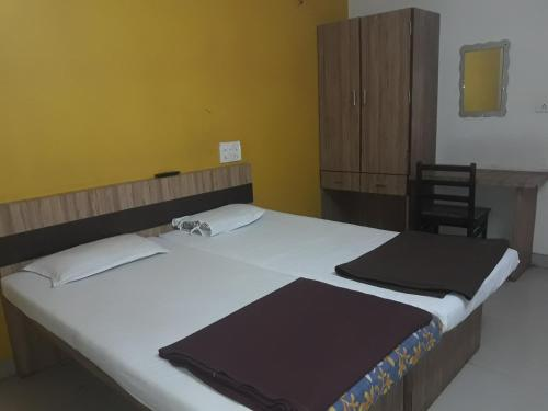 Deluxe Double Room (2 Adults + 1 Child) (Non AC)