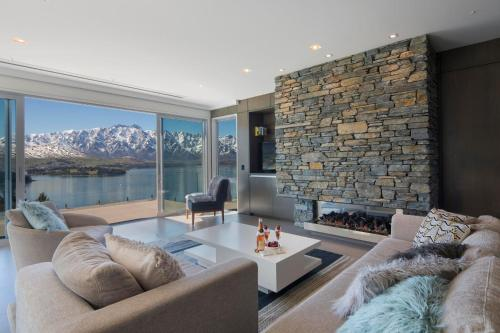 The Views, a Relax it's Done luxury holiday home - Accommodation - Queenstown