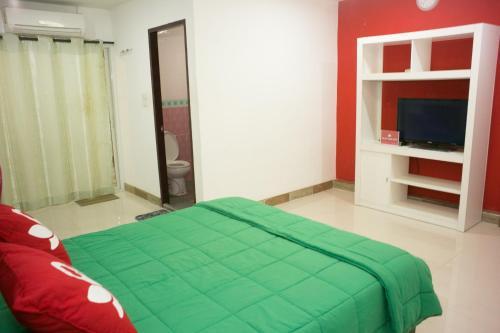 ZEN Rooms Mahajak residence photo 4