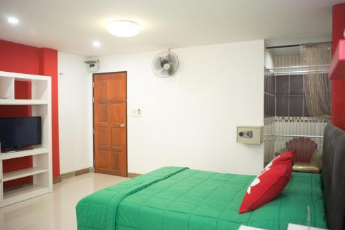 ZEN Rooms Mahajak residence photo 5