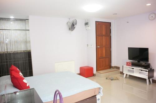 ZEN Rooms Mahajak residence photo 14