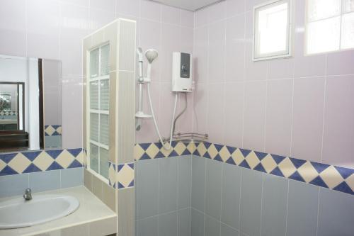 ZEN Rooms Mahajak residence photo 16