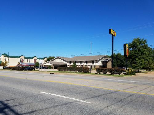 Super 8 By Wyndham Bentonville - Bentonville, AR 72712
