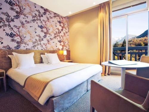 Superior Triple Room with Three Single Beds and Balcony