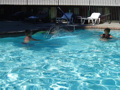 Indian Creek Lodge - Douglas City, CA 96024