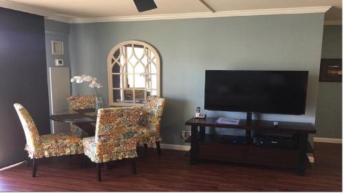 Four Paddle One Bedroom Condo - Honolulu, HI 96815