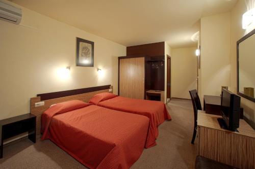 . Hotel Luxor