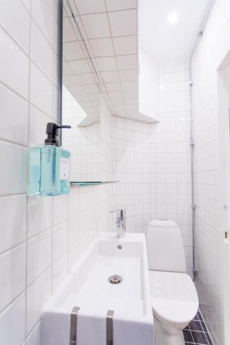 ApartDirect Sveavägen photo 71