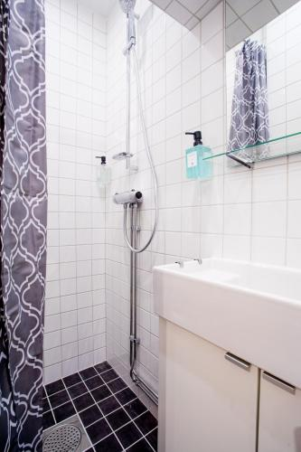 ApartDirect Sveavägen photo 73