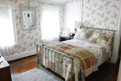 Hotel The Coolidge Corner Guest House: A Brookline Bed and Breakfast