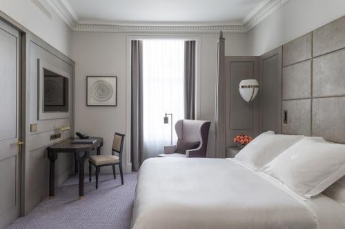 Four Seasons Hotel London at Ten Trinity Square photo 3