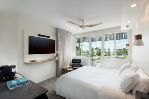 277 Shute Harbour Road, Airlie Beach QLD 4802, Australia.