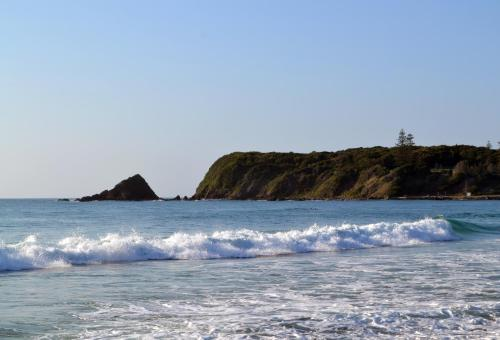 Фото отеля Beachfront Hallidays Point