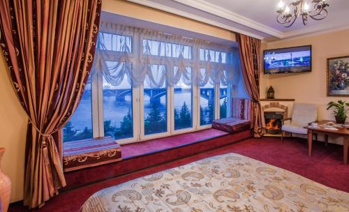 Гостиница Огни Енисея - Krasnoyarsk