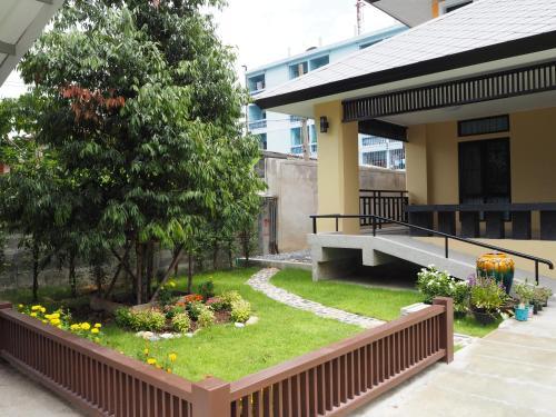 Sukhumvit 50 Garden Home photo 11