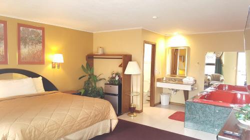 Oakdale Motel - Owatonna, MN 55060