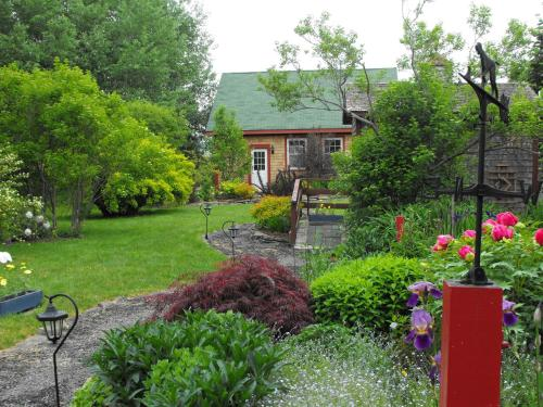 Bailey House Bed and Breakfast - Annapolis Royal, NS B0S 1A0