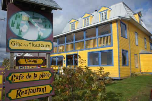 . Gîte des Hauteurs et Café de la place