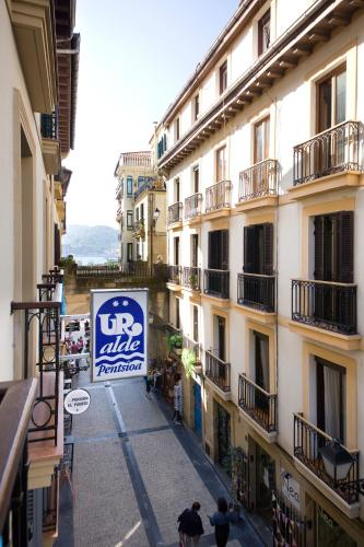 Pensión Ur-Alde, Puerto, 17. Piso 2º, 20003 San Sebastián, Spain.