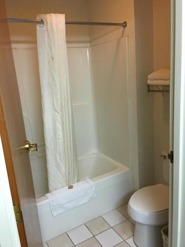 Arlington Inn And Suites - Warren, IN 46792