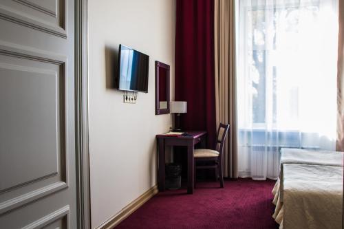 Отель «Бридж» Улучшенный двухместный номер с 1 кроватью или 2 отдельными кроватями и видом на город