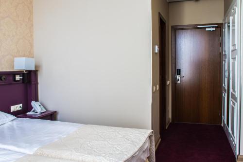 Отель «Бридж» Двухместный номер эконом-класса с 1 кроватью или 2 отдельными кроватями, отдельный вход