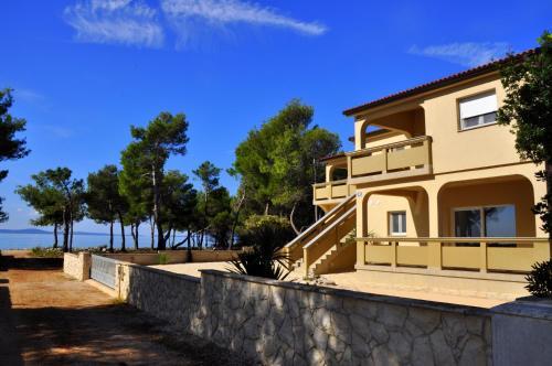 Apartments Laguna Vir