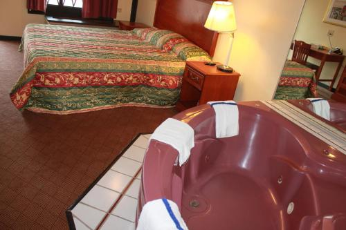 Jacuzzi Inn - Indianapolis, IN 46217