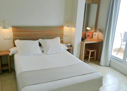 Double Room with Patio - single occupancy Hotel Boutique Elvira Plaza 7