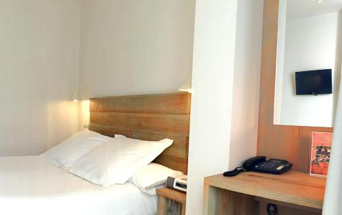 Double Room with Patio - single occupancy Hotel Boutique Elvira Plaza 12