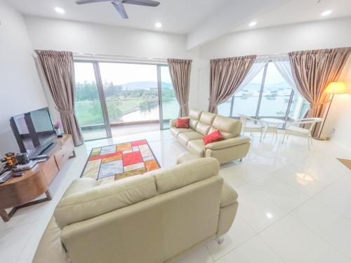 . Luxury Condominium at Loft Imago