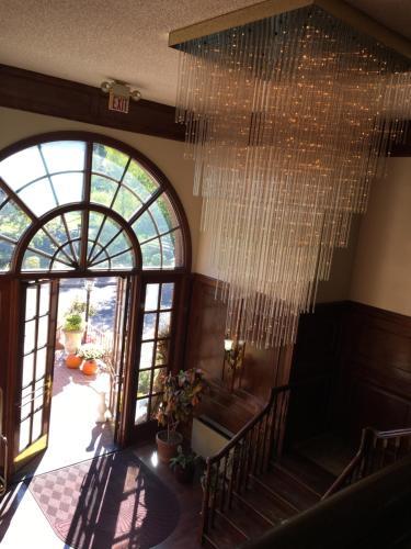 Colts Neck Inn Hotel - Colts Neck, NJ 07722