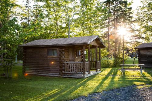 Narrows Too Camping Resort Cabin 7 - Trenton, ME 04605