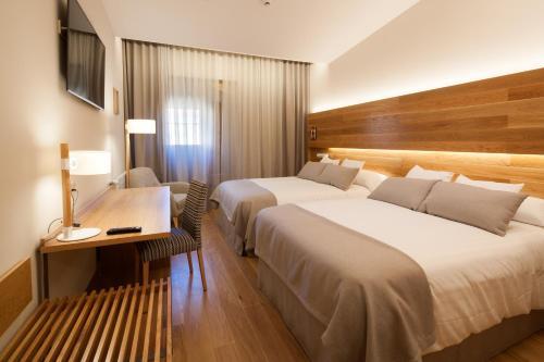 Habitación Doble Superior con aparcamiento gratuito Hotel Real Colegiata San Isidoro 9