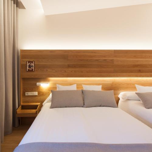 Habitación Doble Superior con aparcamiento gratuito Hotel Real Colegiata San Isidoro 11
