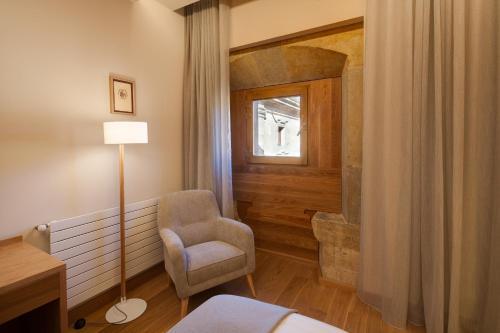 Habitación Doble Superior con aparcamiento gratuito Hotel Real Colegiata San Isidoro 8