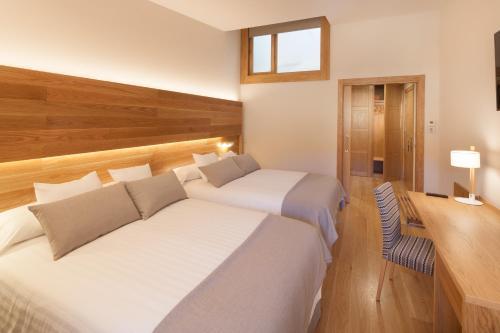 Habitación Doble Superior con aparcamiento gratuito Hotel Real Colegiata San Isidoro 18