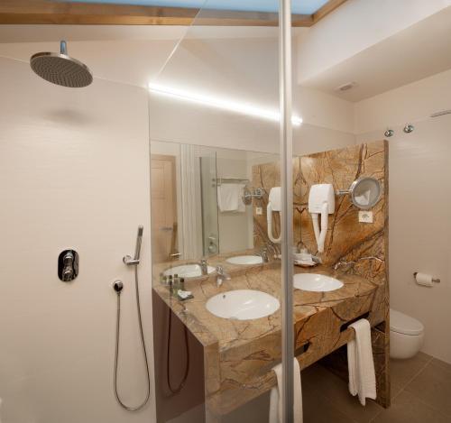 Habitación Doble Superior con aparcamiento gratuito Hotel Real Colegiata San Isidoro 12