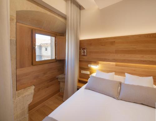 Habitación Doble Superior con aparcamiento gratuito Hotel Real Colegiata San Isidoro 10