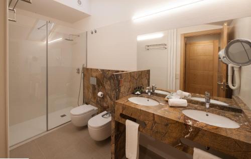 Habitación Doble Superior con aparcamiento gratuito Hotel Real Colegiata San Isidoro 6