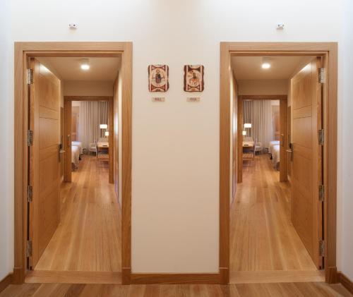 Habitación Doble Superior con aparcamiento gratuito Hotel Real Colegiata San Isidoro 16