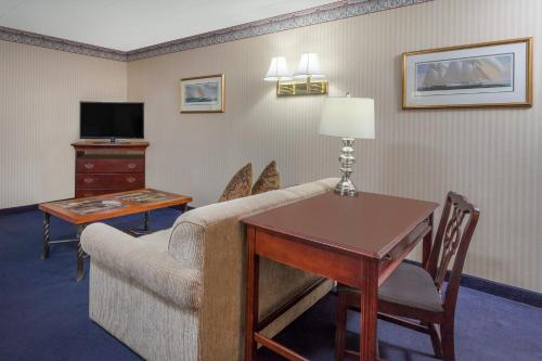 Howard Johnson By Wyndham Mystic - Mystic, CT 06355