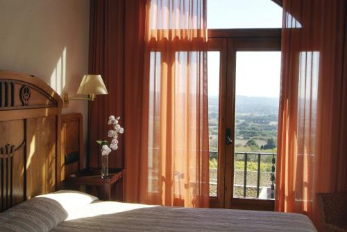 Classic Double Room with Pool View  Mas Ses Vinyes 4