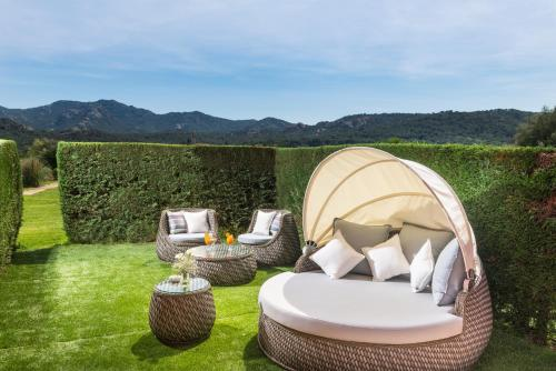 Double Room with Private Garden and Spa Access Mas Tapiolas 5