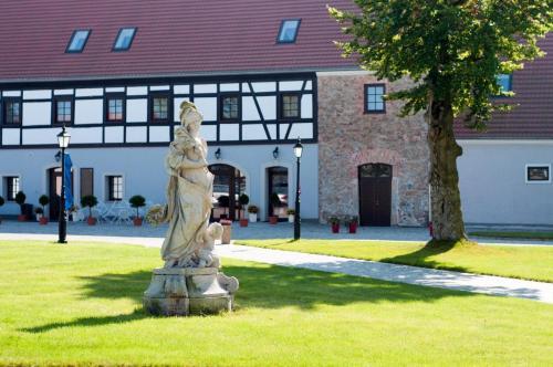 . Pałac Łagów - Hotel