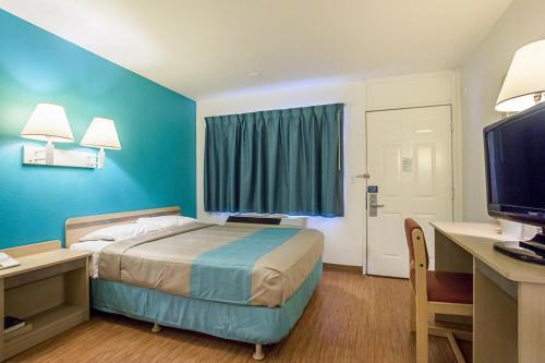Motel 6 Rochester - Rochester, MN 55901