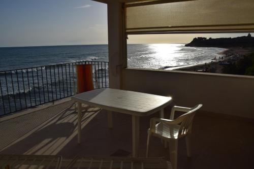 Casa de 3 dormitorios con terraza y vistas al mar (Three-Bedroom House with Terrace and Sea View)